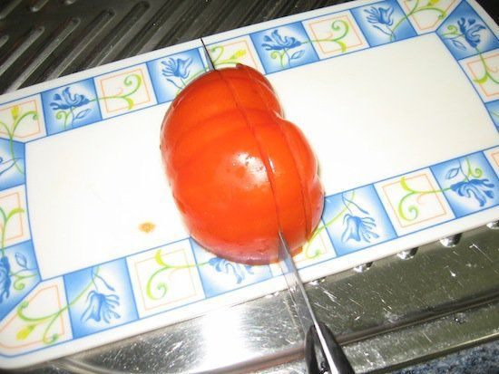 1º Cortar los Tomates