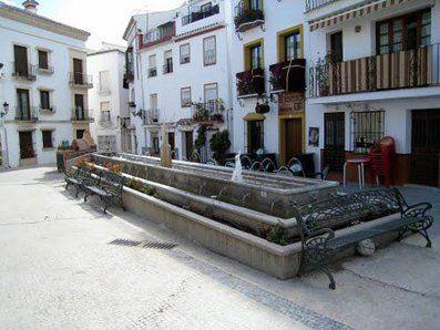 Plaza del Pueblo de Ojén donde se celebra el Tostón popular