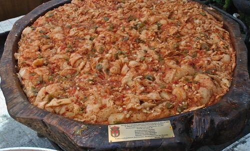 La Sopa Mondeña es un plato típico de Monda elaborado a base de pan y otros productos de la tierra