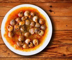 Caracoles en salsa de tomate y jamón