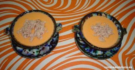 Salmorejo granaino con atún en ceramica de Nijar