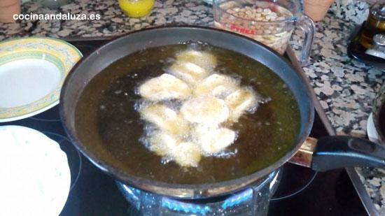 Sartén con aceite de oliva de Mondrón para freír pestiños