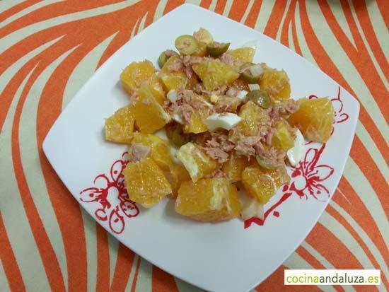 Remojón granaino de naranjas, huevo cocido y aceitunas