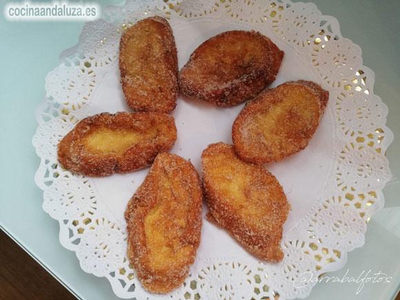 Receta de torrijas caseras: un postre hecho con rebanadas de pan y leche o vino