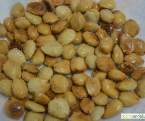 Almendras fritas con sal