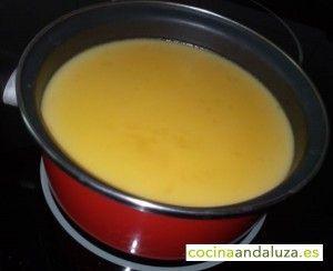 Preparando natilla para la tarta