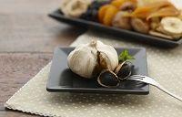 cultivamos en Quero (Toledo) bajo las bases de Agricultura Ecológica ajo para su posterior maduración y obtención del ajo negro.