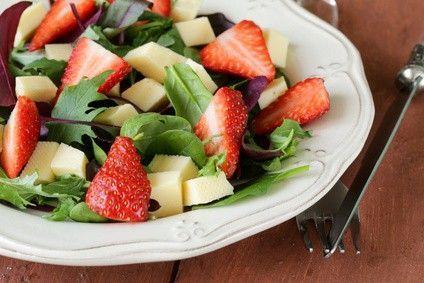 Ensalada con fresas y queso