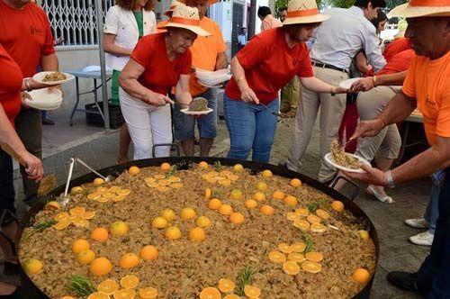 """La XIX Fiesta de la Naranja ofrece degustaciones de zumos, ensaladilla de naranja y la tradicional """"sopa hervía""""."""